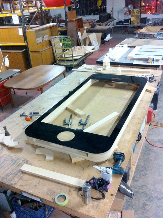 iphone-plastic-and-wood-mockup